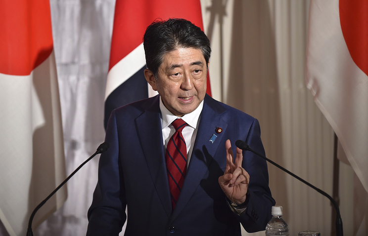 Японский премьер высказался за мирный договор с РФ и углубление связей с КНР