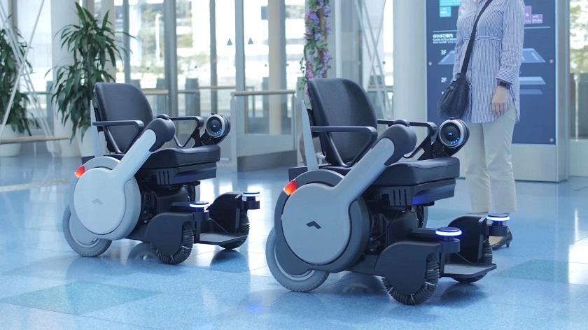 В Японии появятся инвалидные кресла-коляски с автопилотом