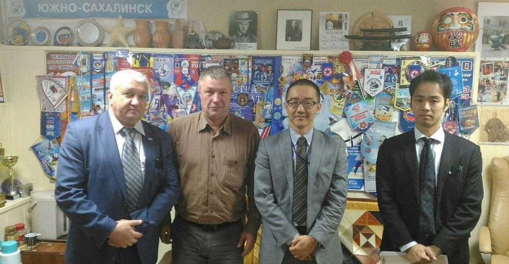 Представители генконсульства Японии в Южно-Сахалинске посетили школу самбо и дзюдо