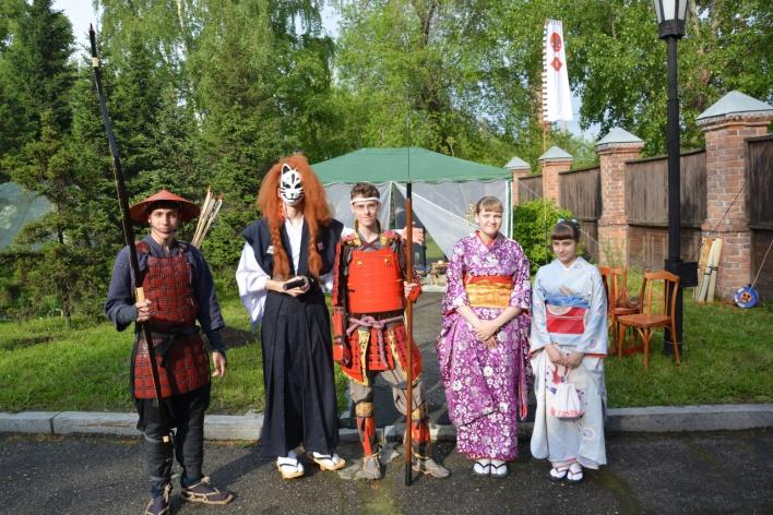 По улицам Бийска гуляем в кимоно