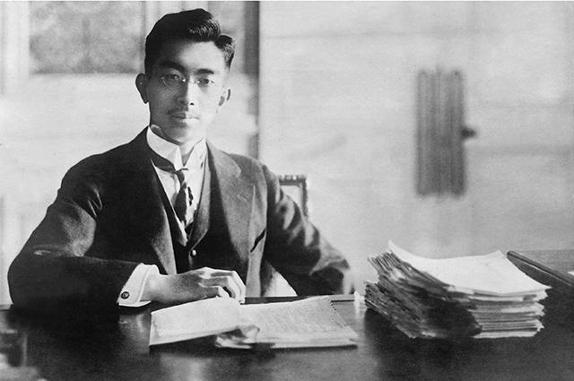 В Японии обнаружили черновики стихов покойного императора Хирохито