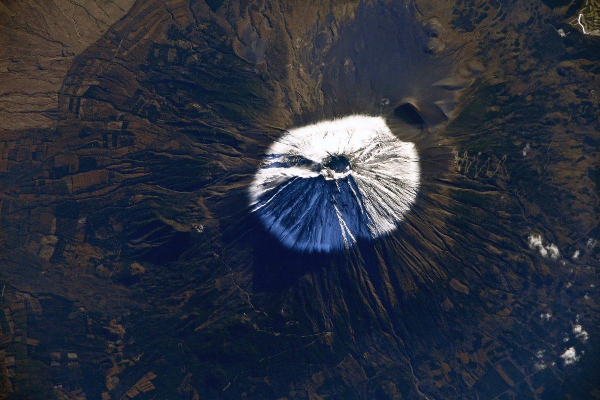 Российский космонавт показал фото Фудзиямы