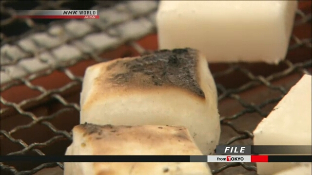 В Токио двое мужчин скончались, подавившись рисовыми лепешками «моти»