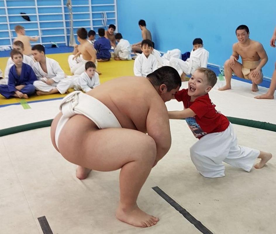 Спортсмены из Японии посетили Сахалин с мастер-классами для популяризации сумо