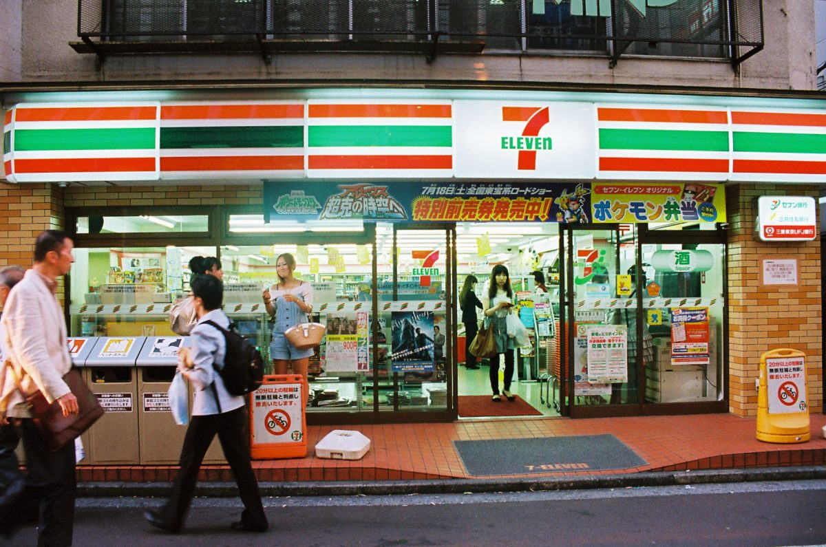 Круглосуточные магазины в Японии отметили снижение уровня продаж