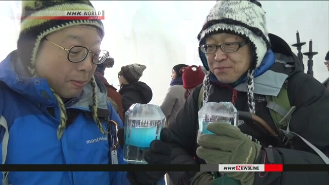 На замерзшем озере в северной префектуре Хоккайдо стартовал зимний фестиваль