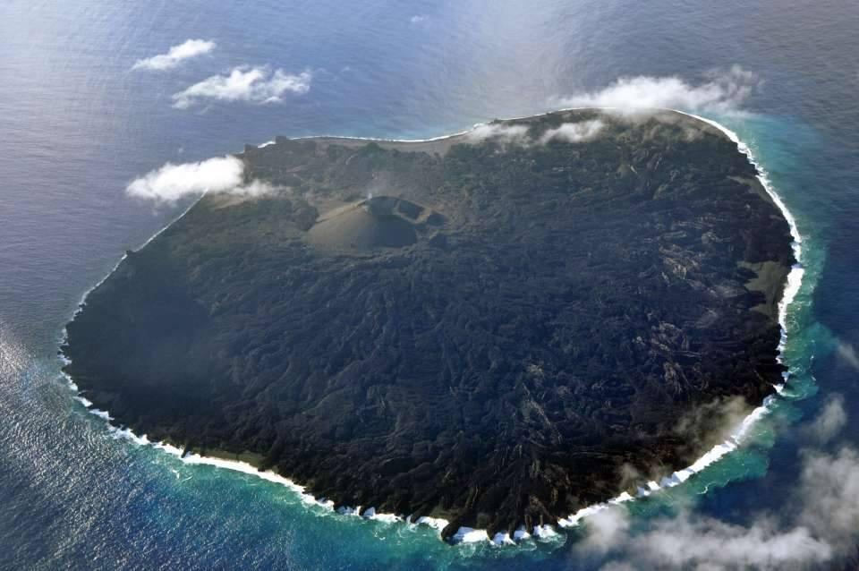 У берегов Японии обнаружили крупнейший в мире подводный вулканический купол