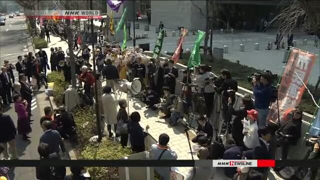 У здания парламента в Токио прошла акция протеста
