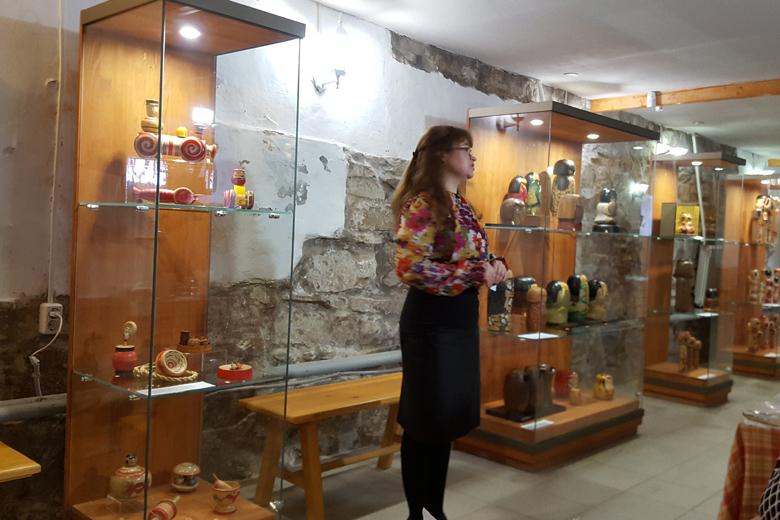 Японский фонд привез в Кунгур выставку «Мир японских кукол кокэси»