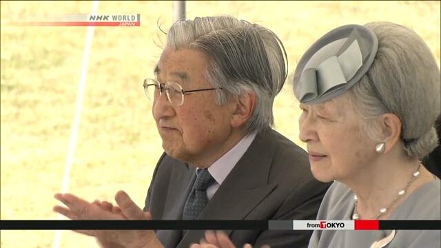 Император Японии и его супруга посмотрели демонстрацию каратэ в префектуре Окинава