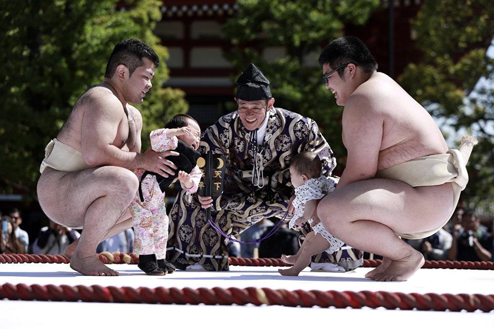 В Японии в День детей прошел традиционный фестиваль плачущих детей