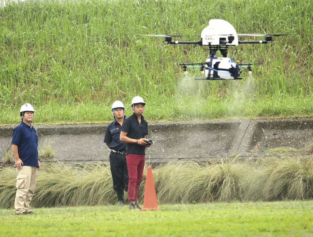 В Хиросиме опробовали дрон для разбрасывания семян риса