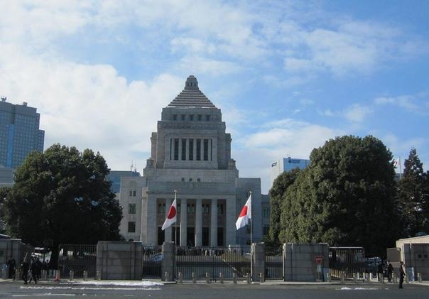 В парламенте Японии вспыхнул скандал из-за разрешения супружеским парам носить разные фамилии