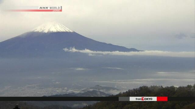 Вершина горы Фудзи припудрилась первым снегом в этом году