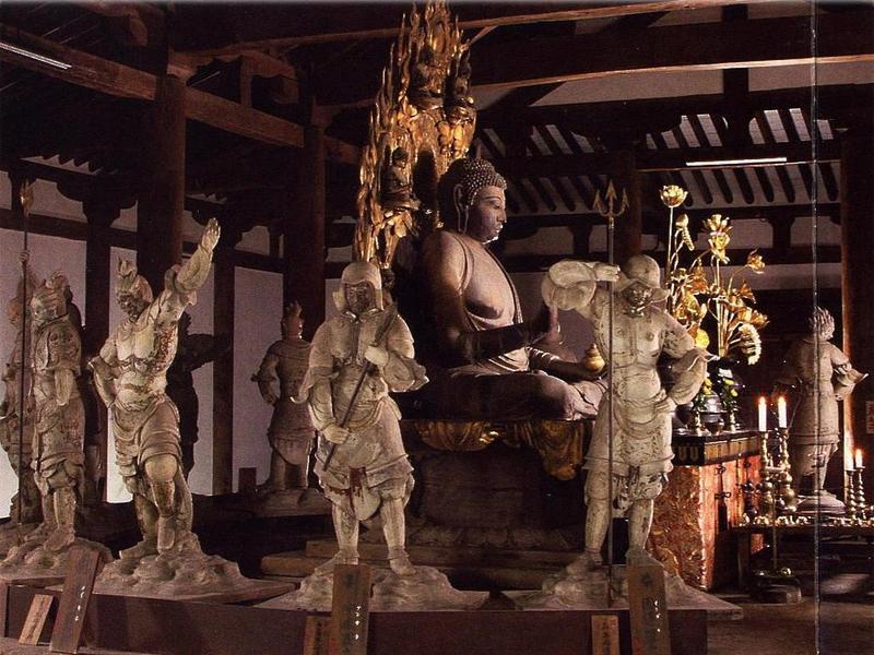 Состоялась ежегодная церемония очистки от пыли буддийских статуй в храме Якусидзи