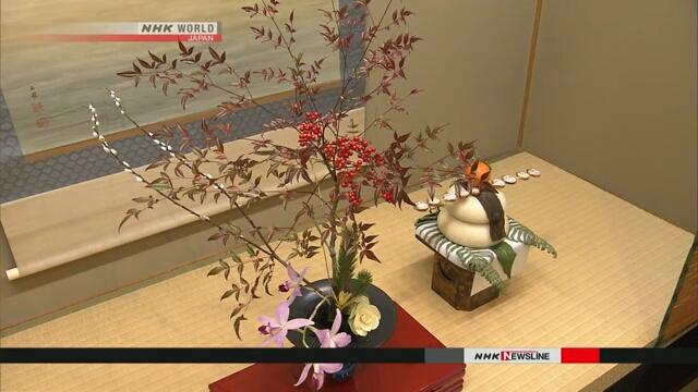Учащиеся ведущей в Японии школы искусства икебана отметили в Киото наступление Нового года