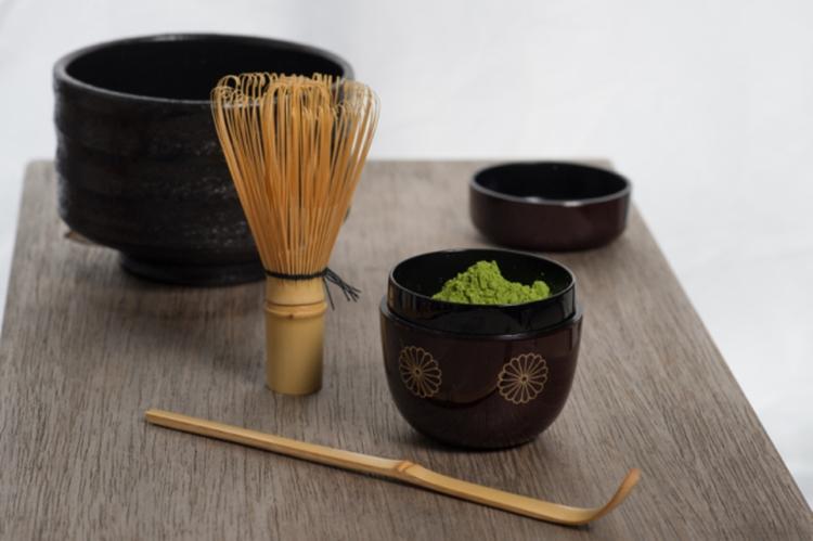 Главный мастер чайной школы «Урасэнкэ» провел новогоднюю чайную церемонию