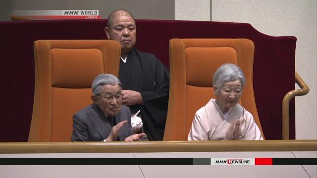 Император и императрица Японии посмотрели состязания сумо в Токио