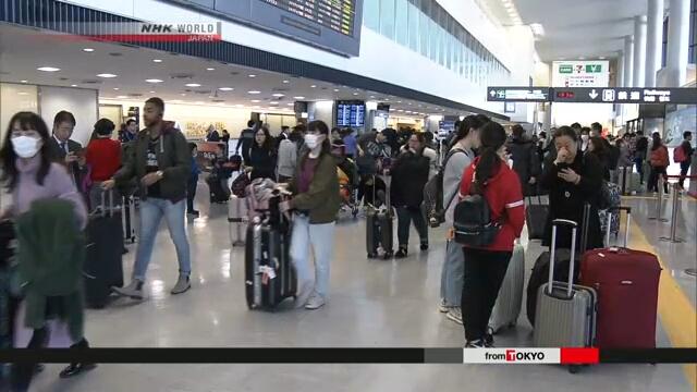 Толпы туристов из материкового Китая прибыли в аэропорт Кансай по случаю новогодних праздников