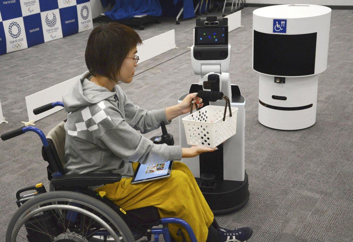 Организационный комитет Токийской Олимпиады и Паралимпиады представил роботов-помощников
