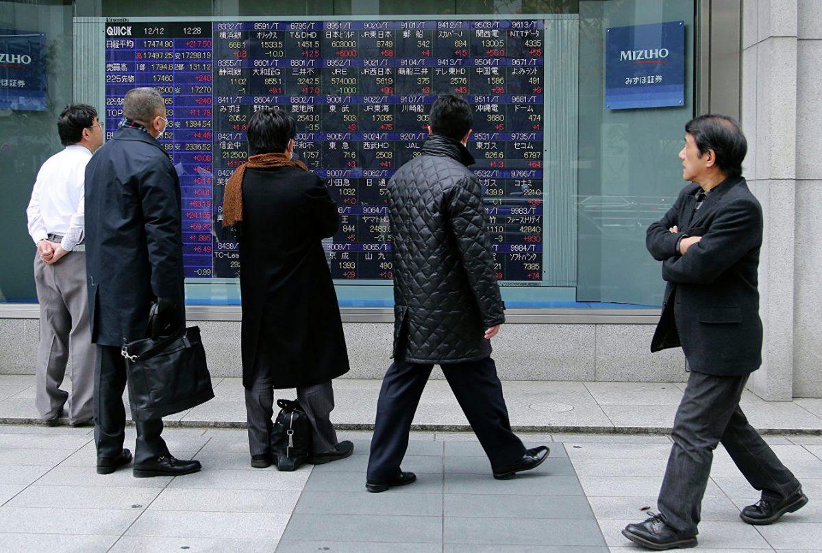 В Японии служащим разрешили приходить на работу без галстуков