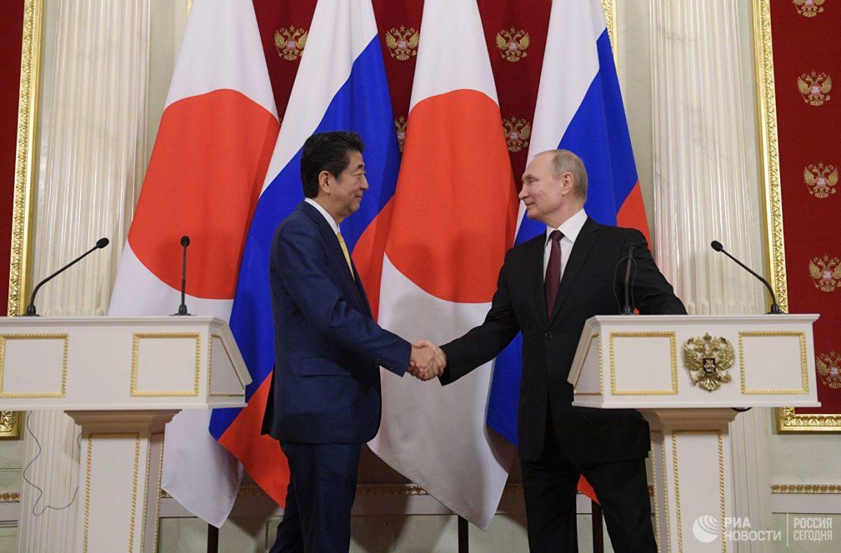 Абэ считает, что переговоры по мирному договору с РФ нужно вести в спокойной обстановке