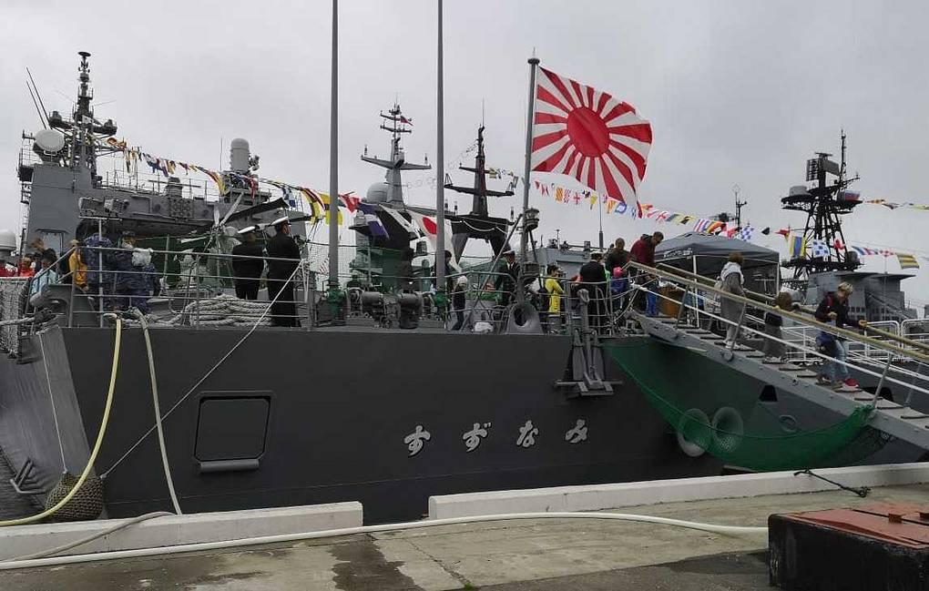 Японский эсминец «Судзунами» во Владивостоке посетили более 2 тыс. человек
