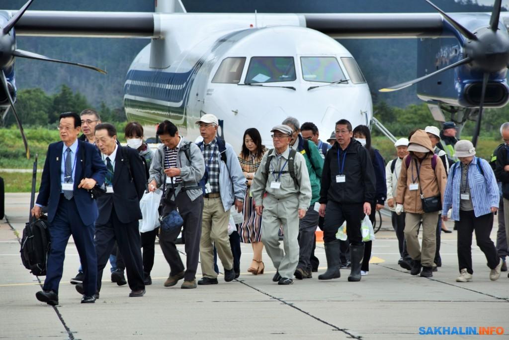 Японская делегация прибыла на Кунашир и Итуруп, чтобы помянуть предков