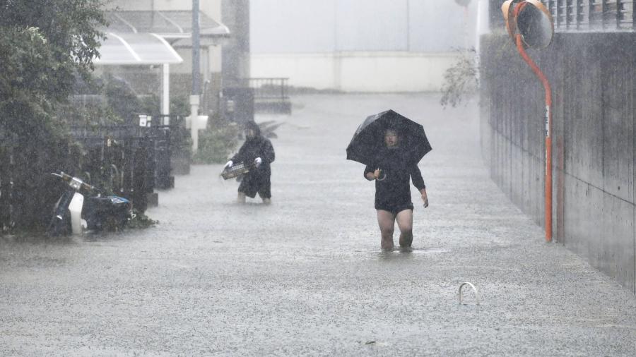 В посольство РФ не поступало информации о россиянах, пострадавших в Японии из-за тайфуна