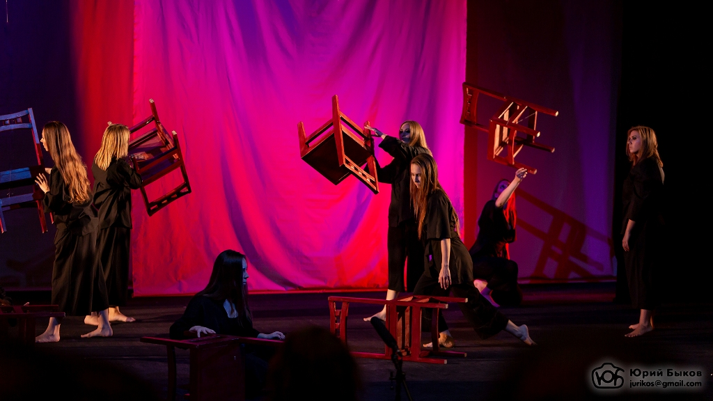 «Человек-кресло»: когда тайны раскрываются в танце…