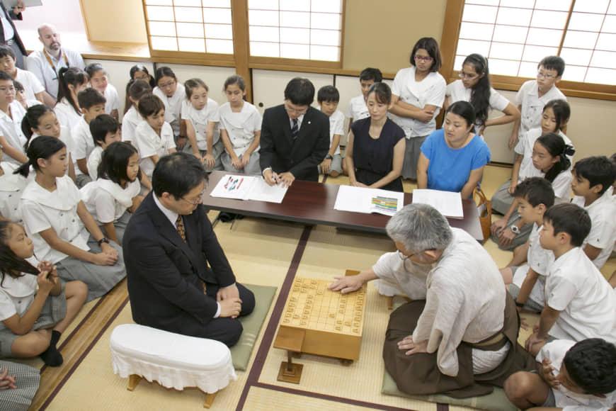 Традиционный способ сидения на полу в Японии признали формой наказания