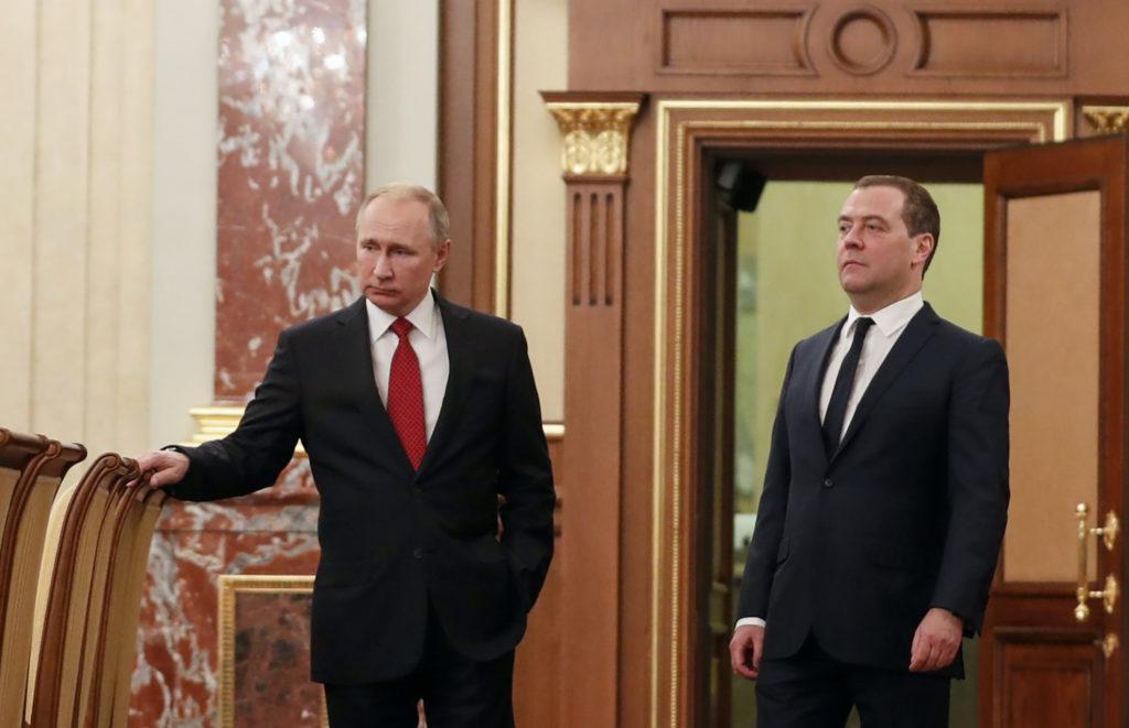 Власти Японии не комментируют отставку российского кабмина