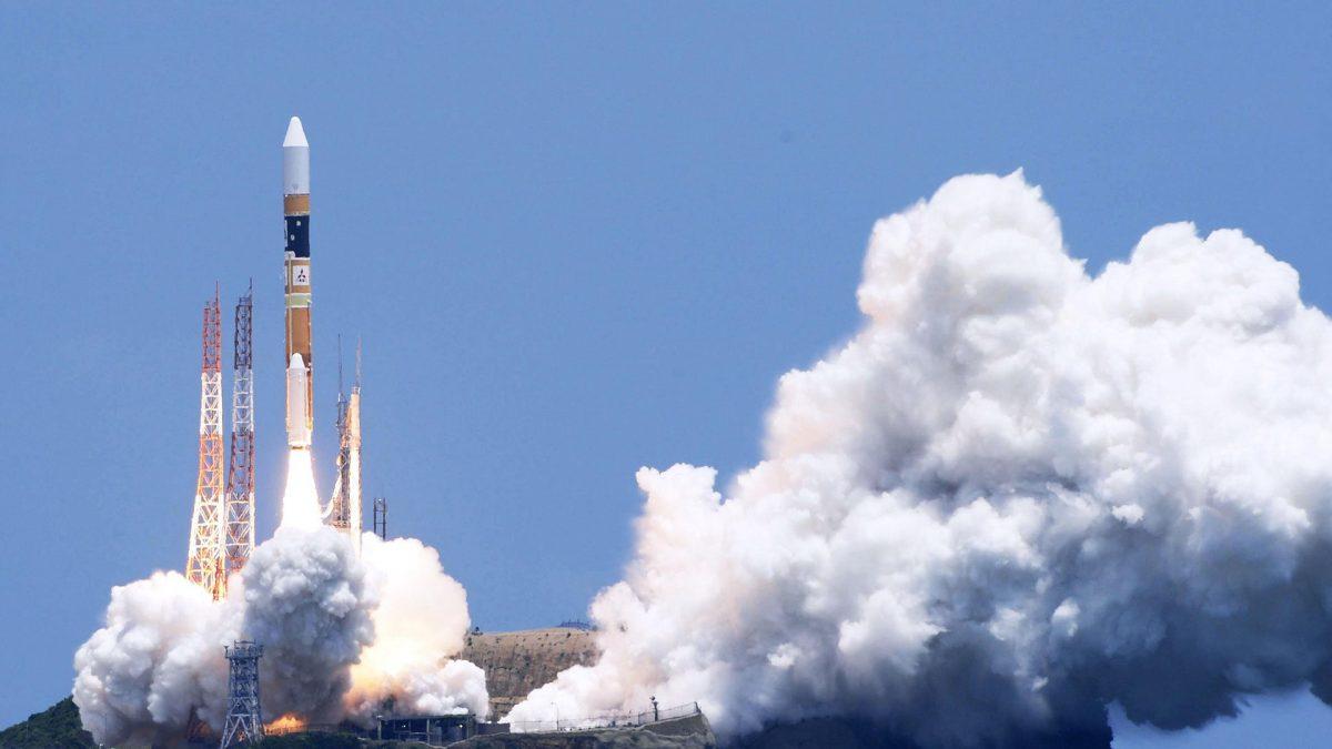 Япония провела запуск нового разведывательного спутника