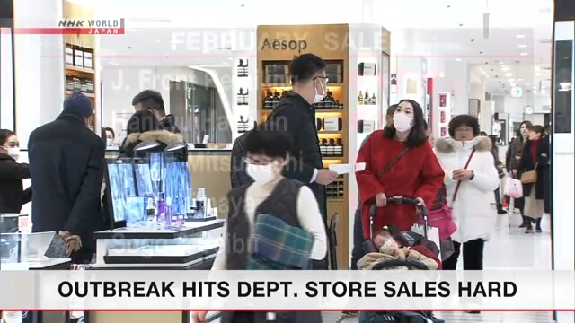 Продажи универмагов и автодилеров в Японии резко упали в феврале